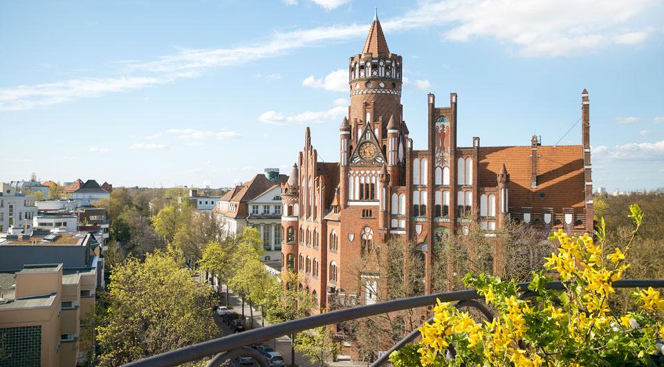 Rathaus-Schmargendorf im Frühling